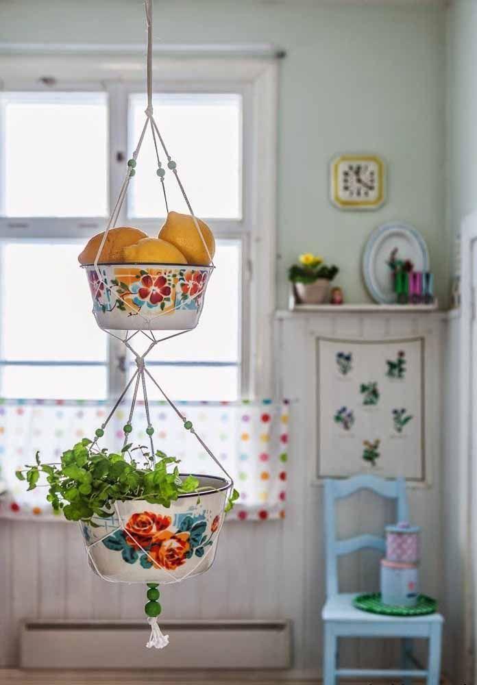 Deixe frutas expostas na cozinha. Além de ser uma decoração natural, elas ativam a energia de prosperidade.