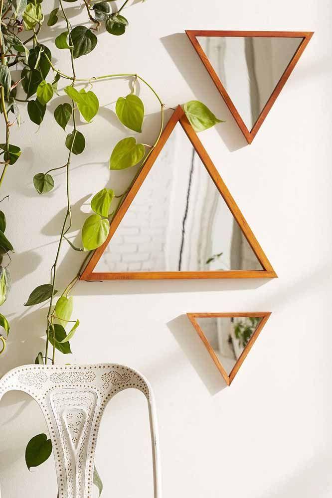 Espelhos e objetos triangulares: os espelhos são ótimos para curar áreas com energia negativa, equilibrar e harmonizar; já os objetos triangulares são indicados para área do sucesso