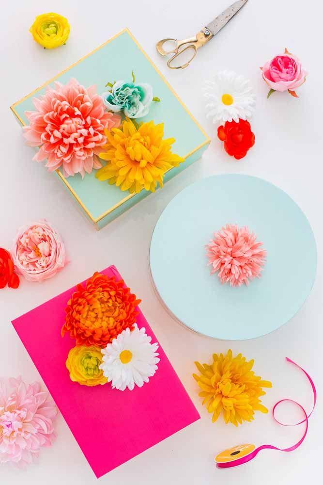 Flores artificiais em cores, formas e tamanhos variados para atender todos os gostos
