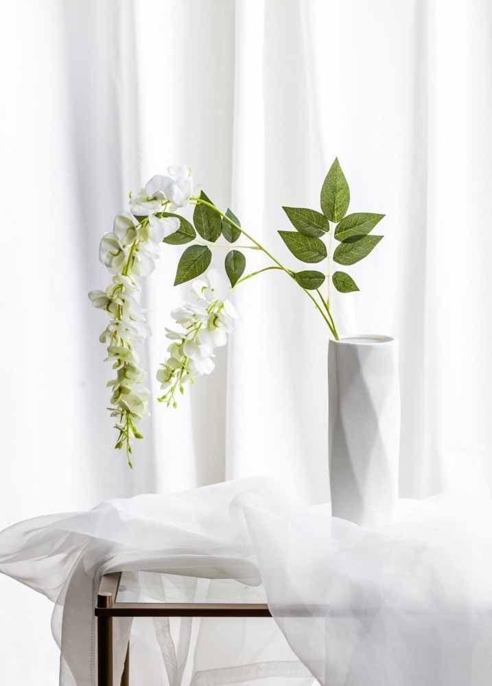 Branco, minimalista e artificial