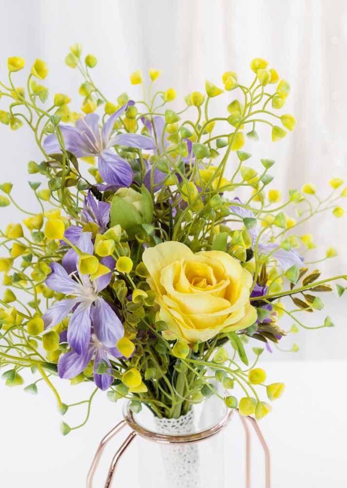 A ideia aqui foi mesclar flores maiores com outras menores