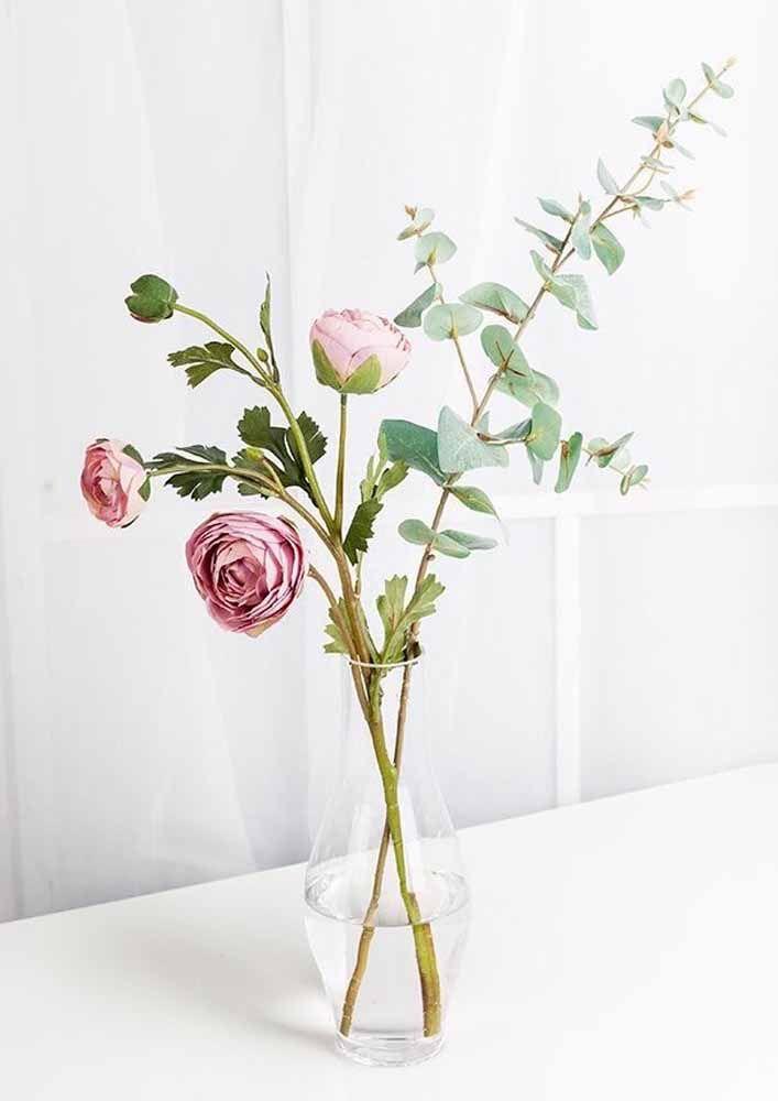 """O conceito do """"menos é mais"""" se aplica muito bem no uso de flores artificiais"""