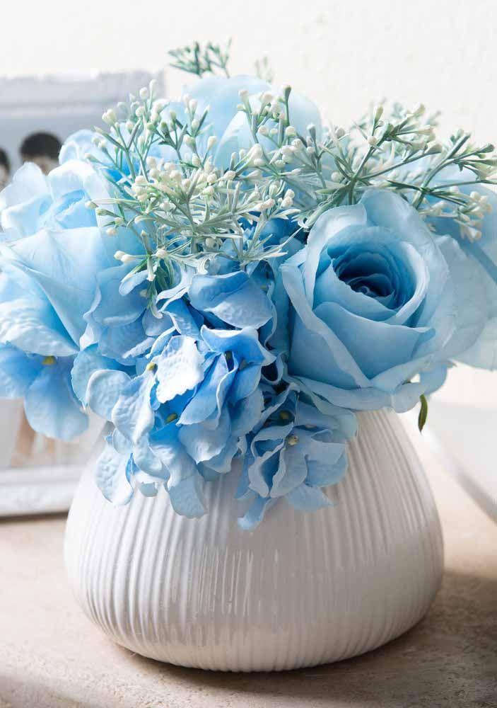 Flores azuis: você sabe que são artificiais, mas mesmo assim são encantadoras