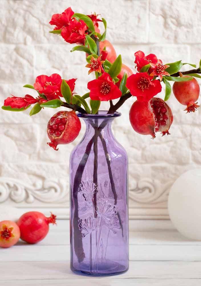 Arranjo de romãs: combine os frutos com as flores