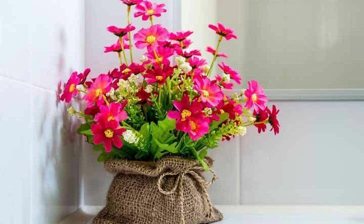Flores artificiais: saiba como usar as flores e veja exemplos de arranjos