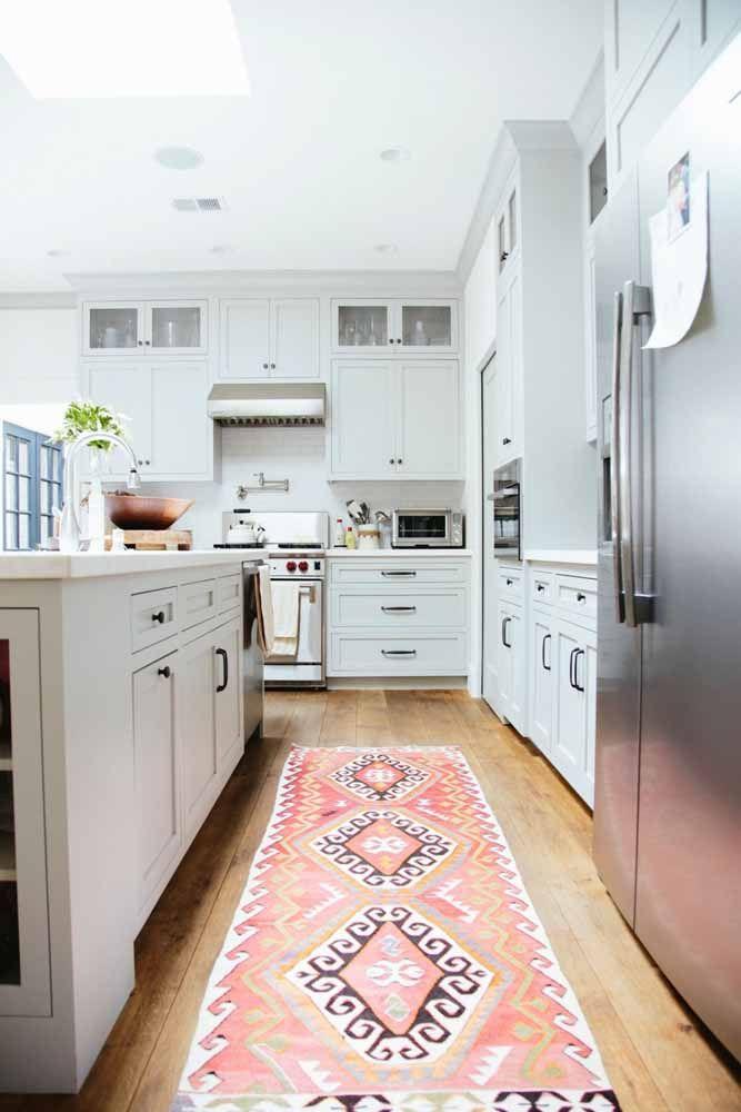 Os tapetes persas também são encontrados em formato de passadeira, ideais para cozinha