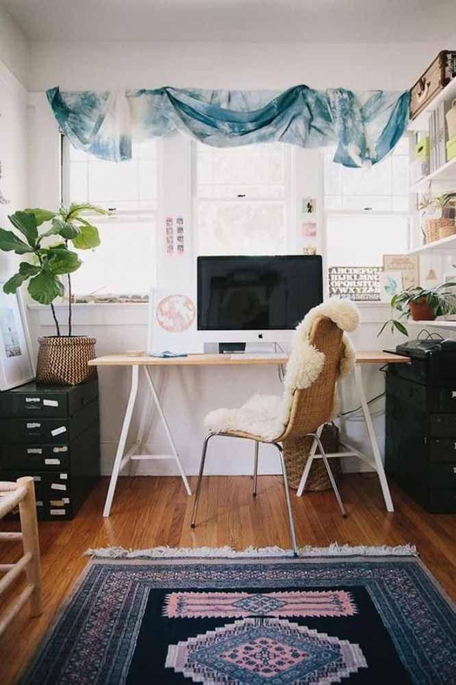 E no home office, o tapete persa dá o seu toque pessoal de sofisticação e elegância