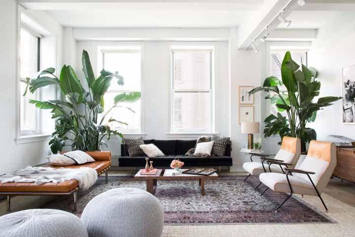 Tapete persa na medida ideal para acomodar sofá e poltronas