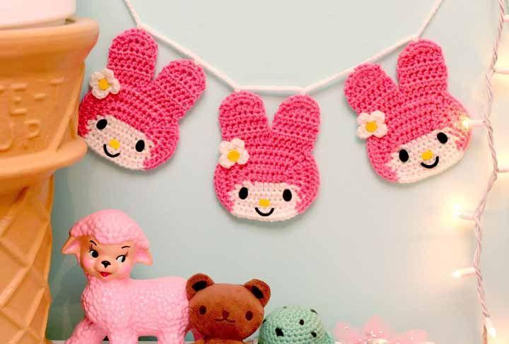 Que tal fazer enfeites de crochê fofos para enfeitar o quarto do bebê?
