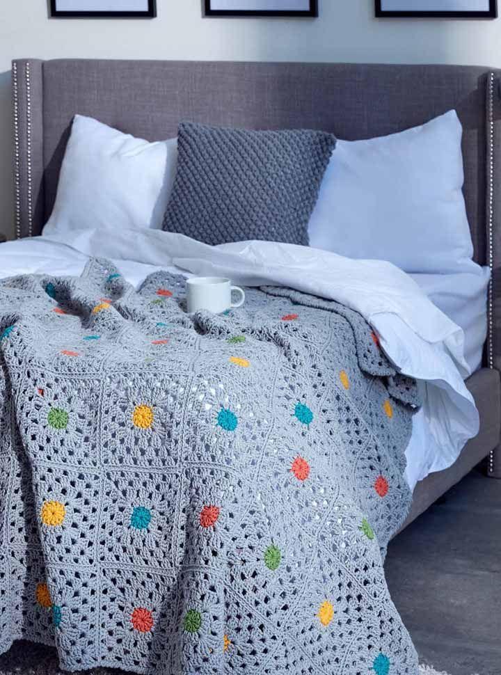 Combine a cor da colcha com a cama