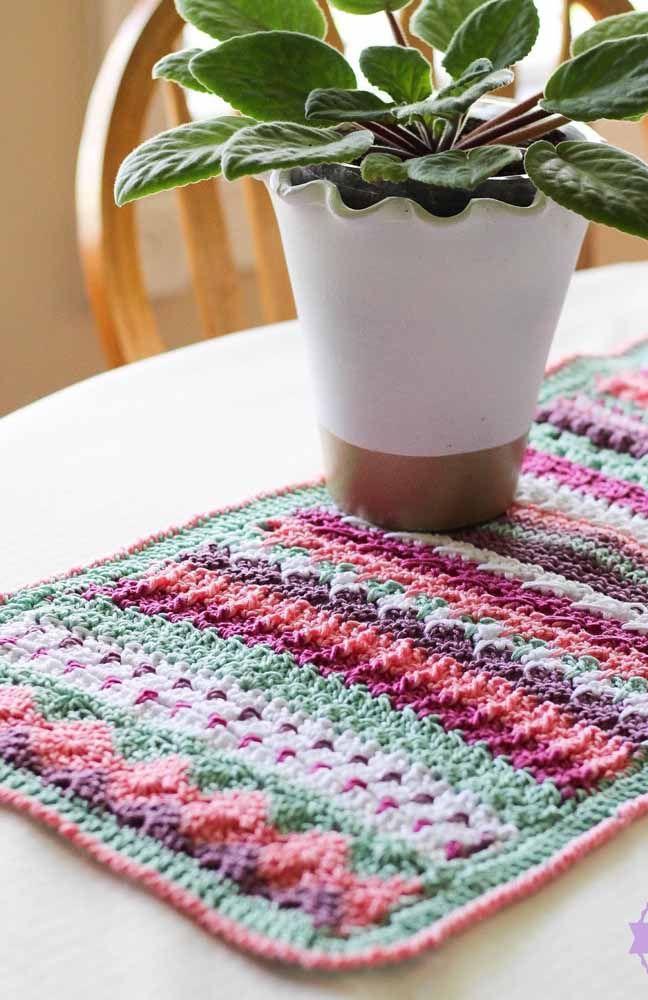Invista em um caminho de mesa colorido