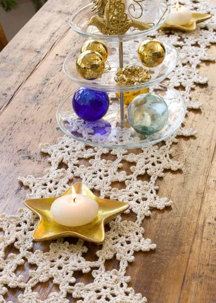 Você também pode usar o caminho de mesa de crochê para decorar a mesa da ceia de natal