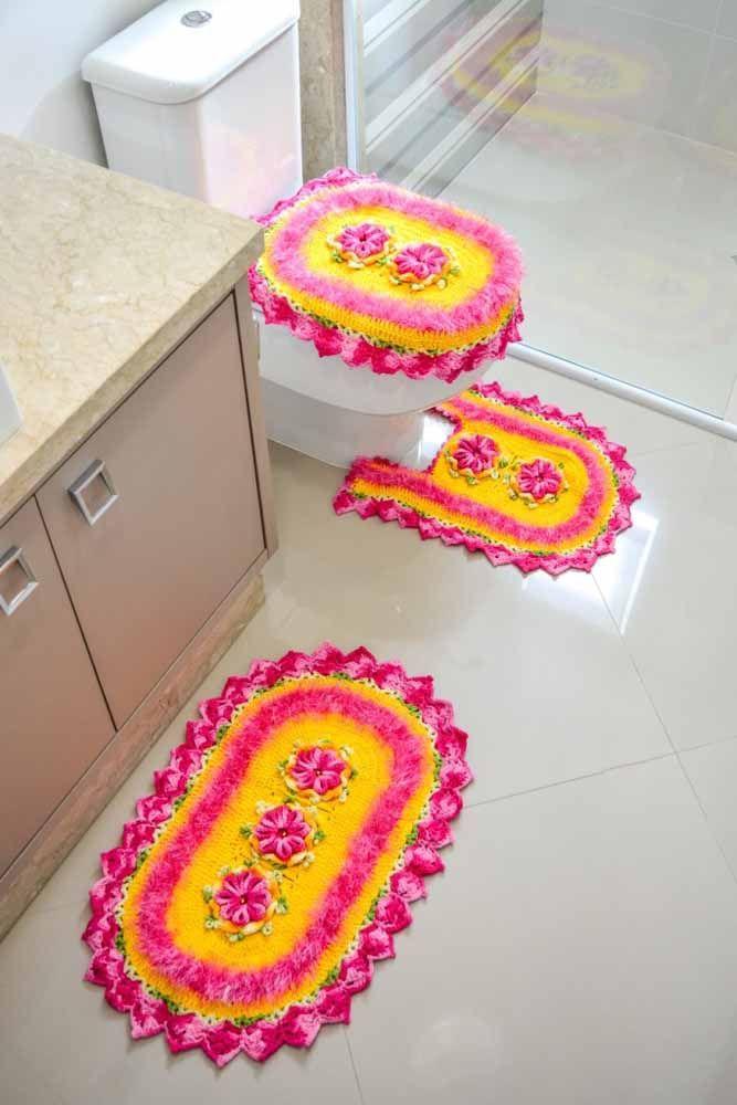 Mistura de cores fortes para iluminar o banheiro