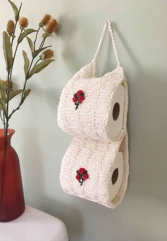 Porta papel higiênico feito de crochê fica um charme só