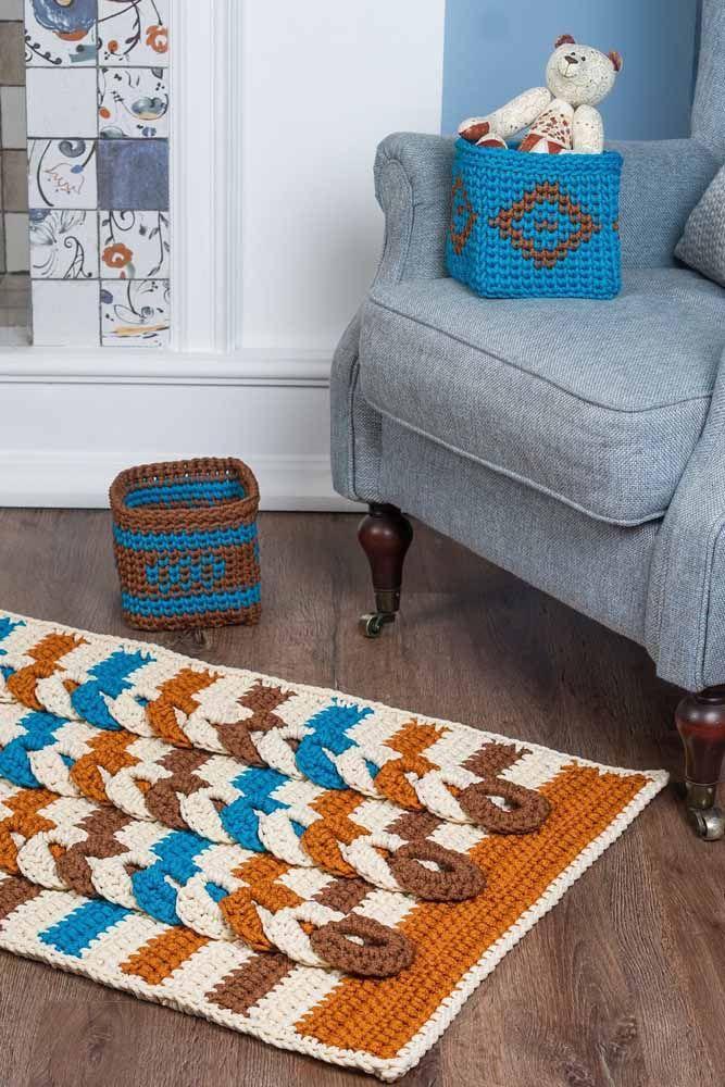 Combine as cores do tapete com outros itens da sala