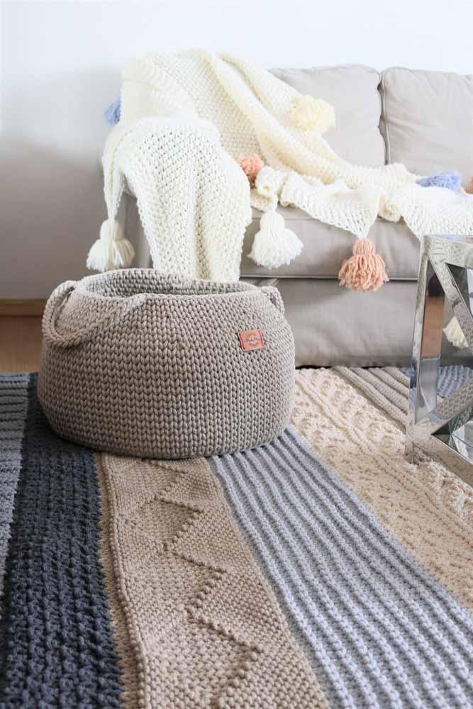 O tapete da sala deve combinar com os outros móveis