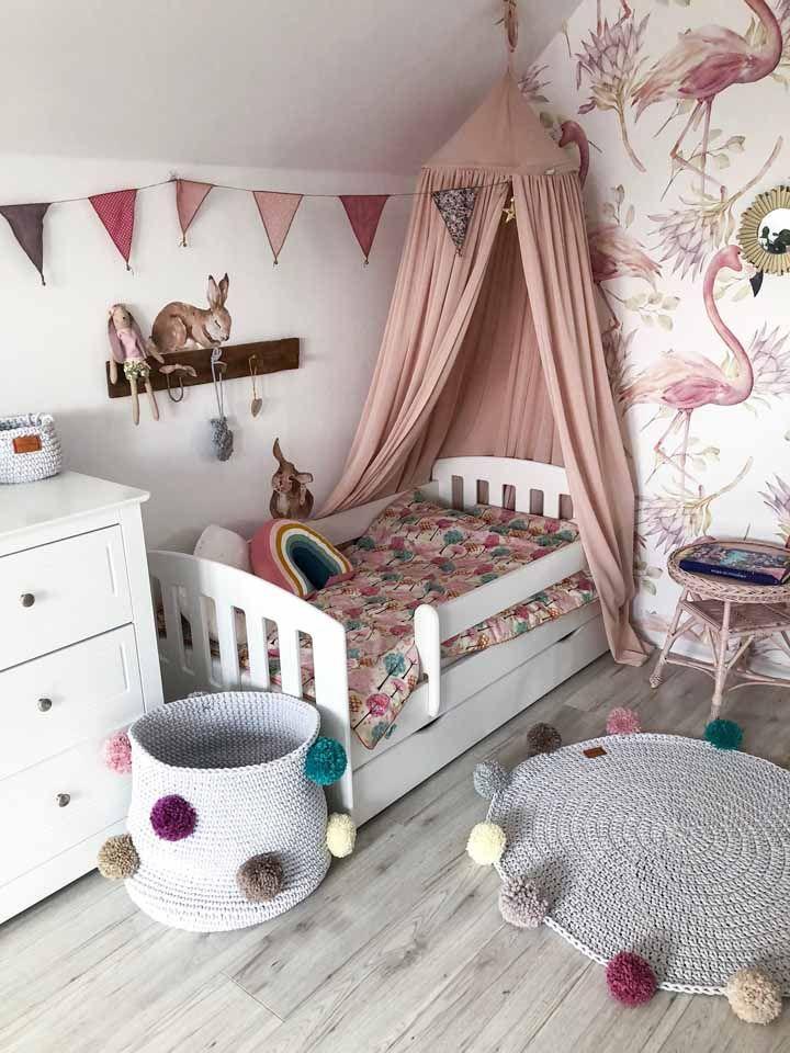 Aposte em um tapete bem fofo para decorar o quarto da sua filha