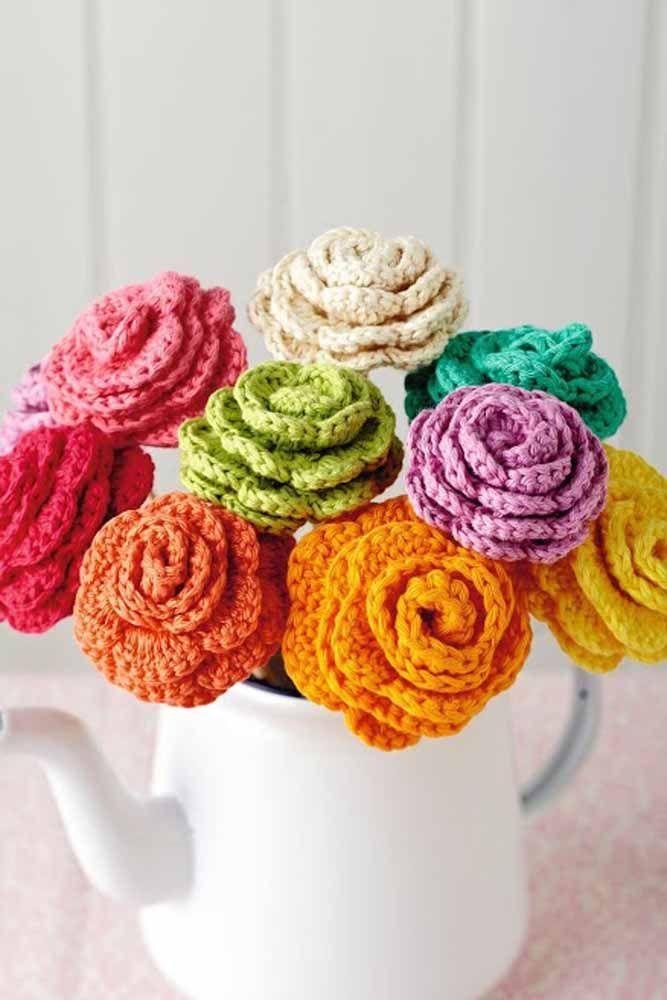 Não quer gastar com flores naturais? Faça de crochê