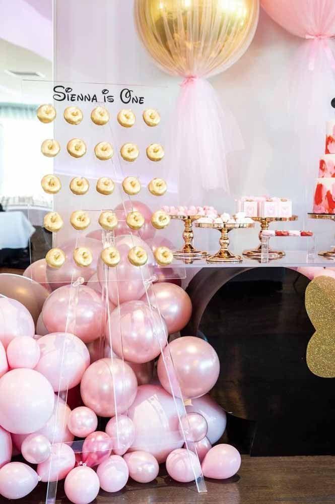 O dourado garante o toque de glamour para a festa Minnie