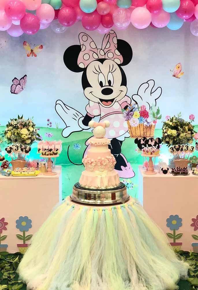 Festa da Minnie com cenário de desenho animado