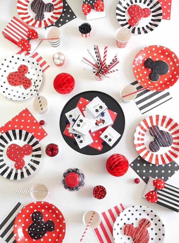 O vermelho, preto e branco deixam a festa mais forte e vibrante