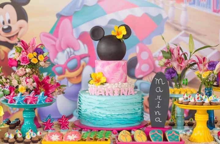 Minnie na praia: muitas cores e inspirações do mar para decorar a festa