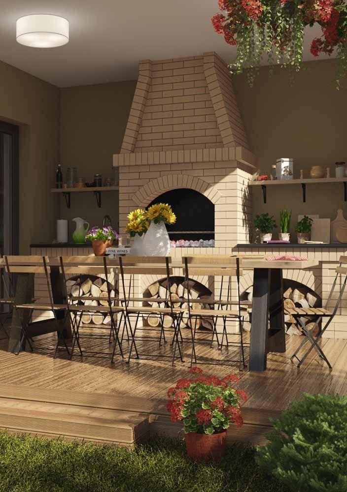 Os tradicionais tijolinhos foram usados na churrasqueira e como estrutura para a bancada da pia