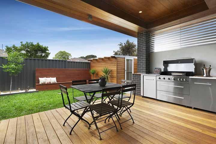 Inox para trazer modernidade e madeira para garantir o conforto