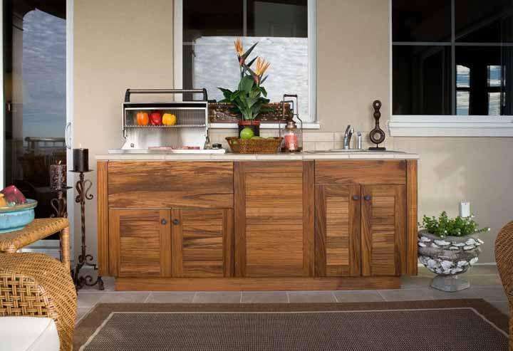 A churrasqueira portátil pode ser usada em qualquer lugar da área de churrasco