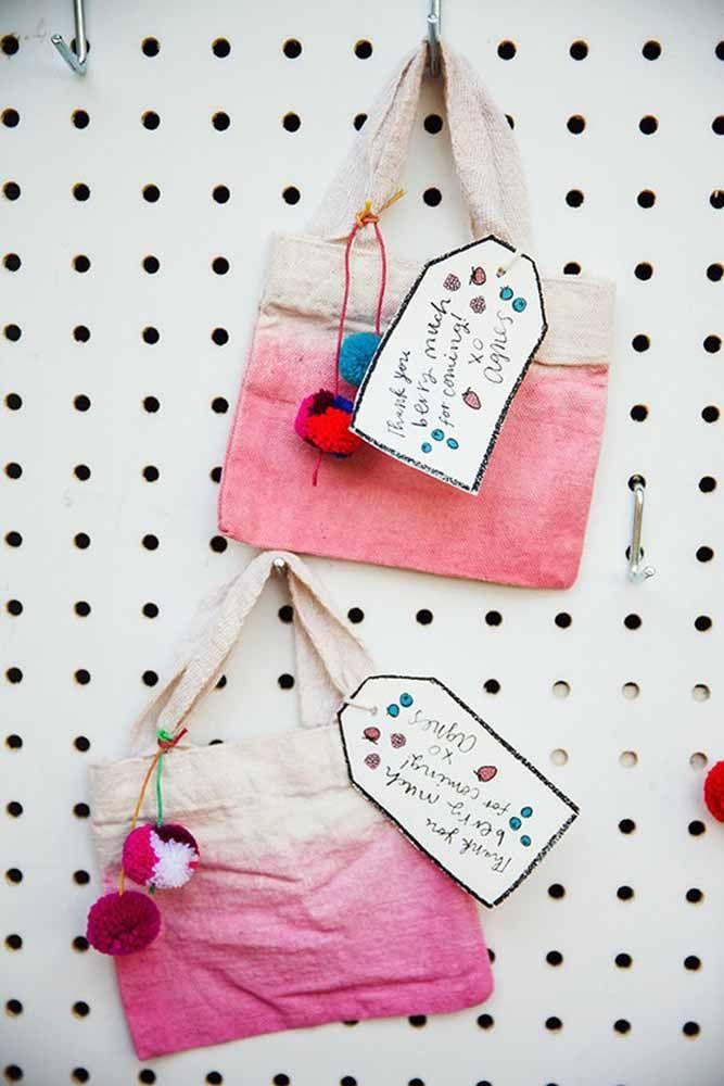 Sacolinhas de tecido coloridas: afinal é um momento de alegria