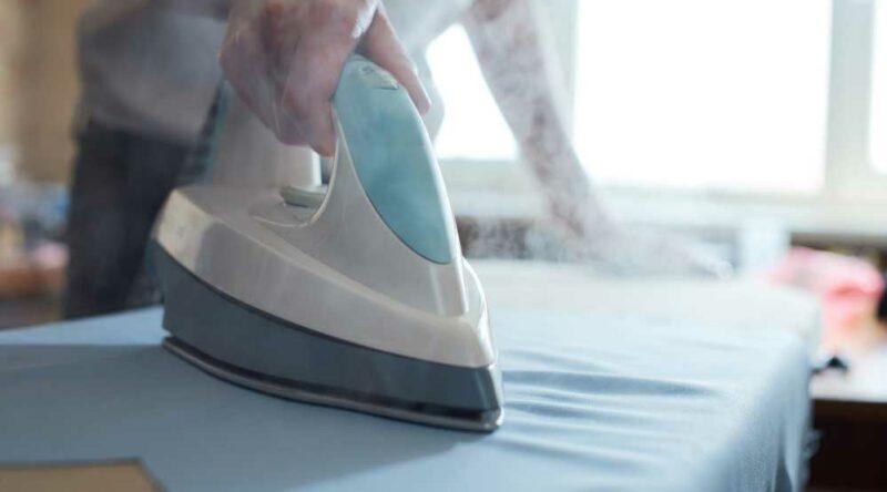 Como limpar ferro a vapor: descubra o passo a passo e cuidados