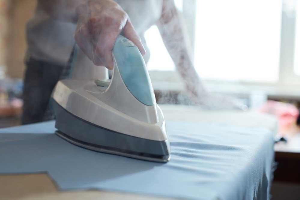 Como limpar ferro a vapor passo a passo