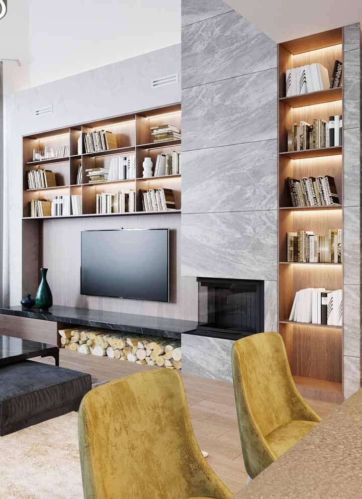 Nessa sala, os nichos estão por todos os lados; destaque para a fita de LED que os tornam ainda mais decorativos