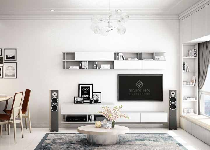 Nessa sala os nichos brancos aparecem discretamente acima da TV