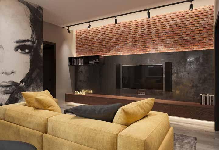 Colocado bem no limite entre os dois revestimentos da parede, esse nicho pequeno consegue se sobressair na decoração