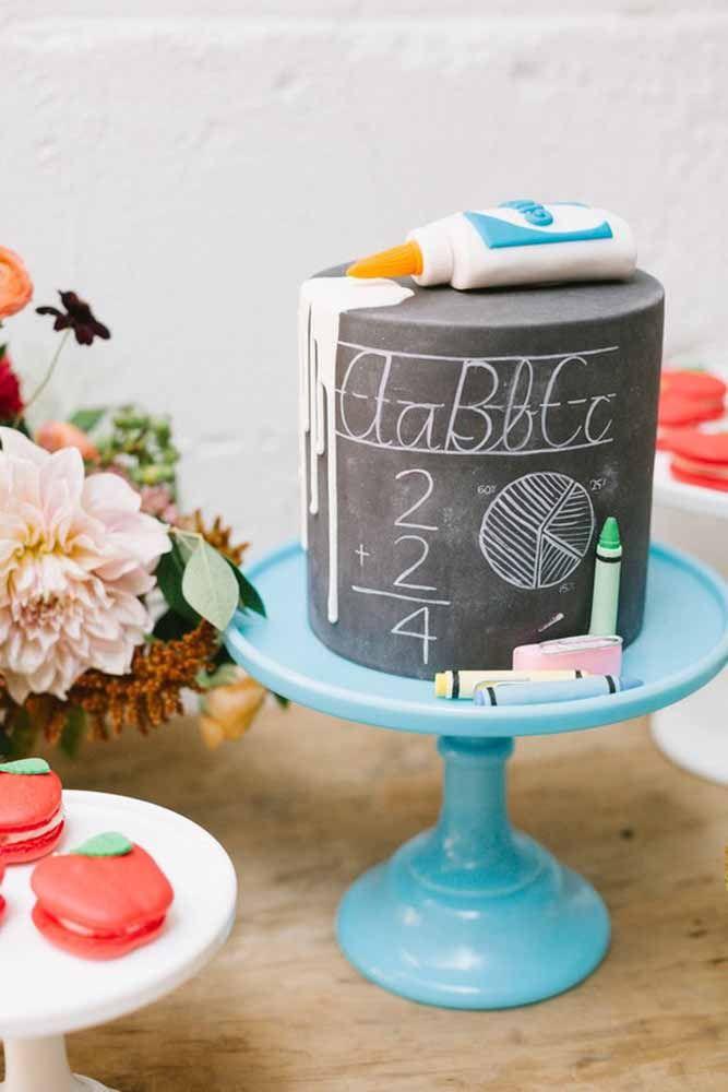 Pensou em fazer um bolo inspirado no Chalkboard? Olha que resultado legal!