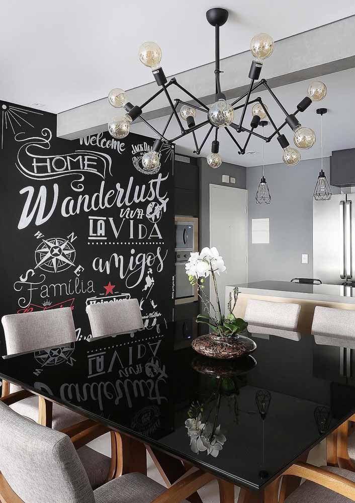 A sala de jantar ganhou um Chalkboard descontraído que alegra todo o ambiente