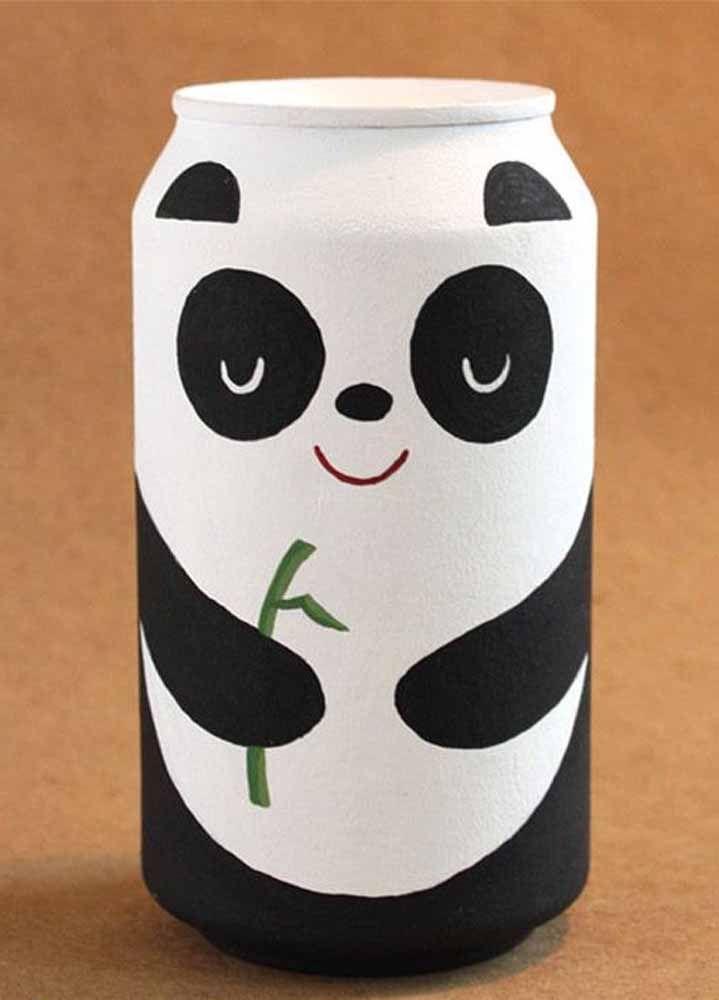 Um panda simpático para decorar a latinha