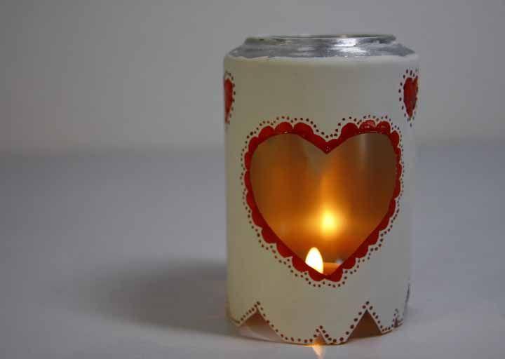 A luminária pode ser feita para lâmpada ou vela, você escolhe