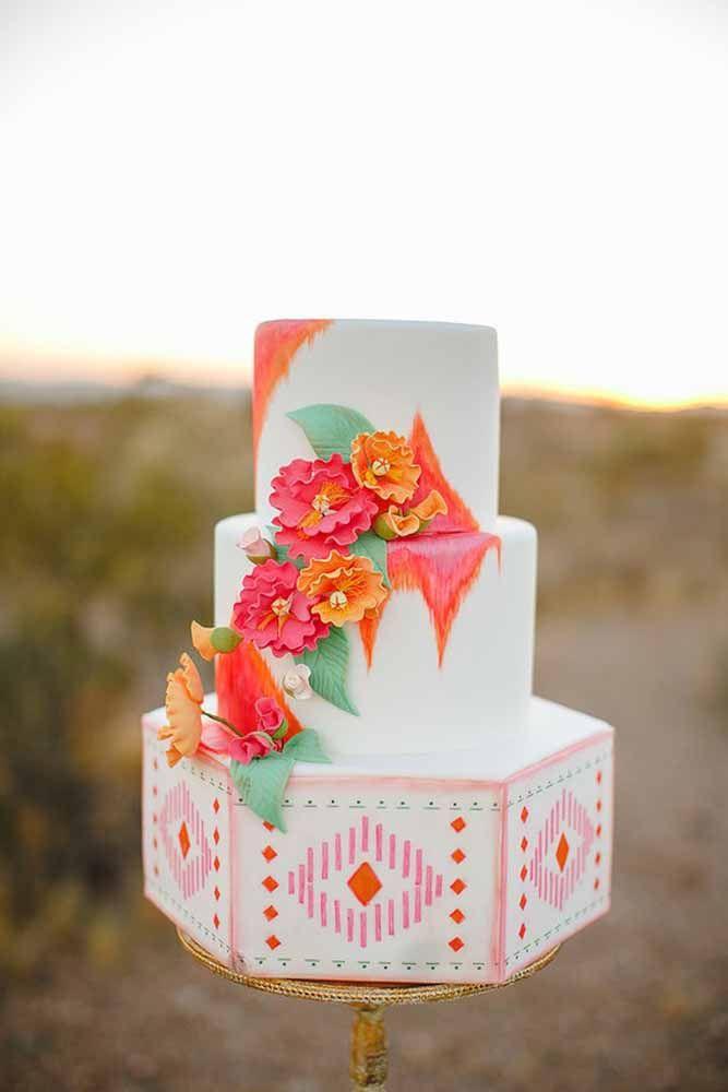 O tradicional bolo de andar de casamento em uma versão mais alegre e colorida