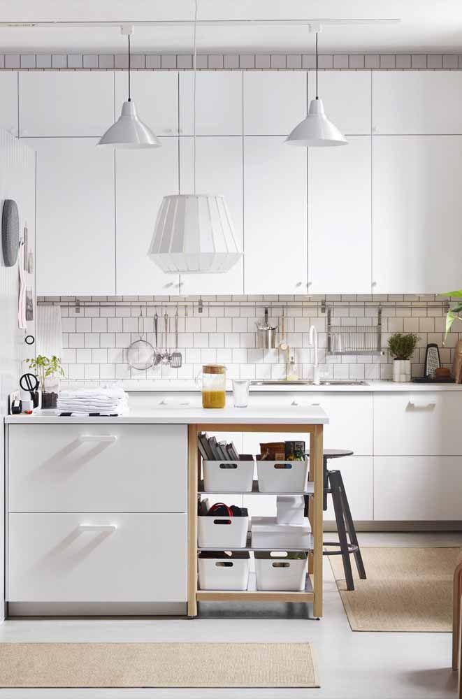 Tem espaço de sobra na sua cozinha? Então use e abuse dos armários modulados aéreos