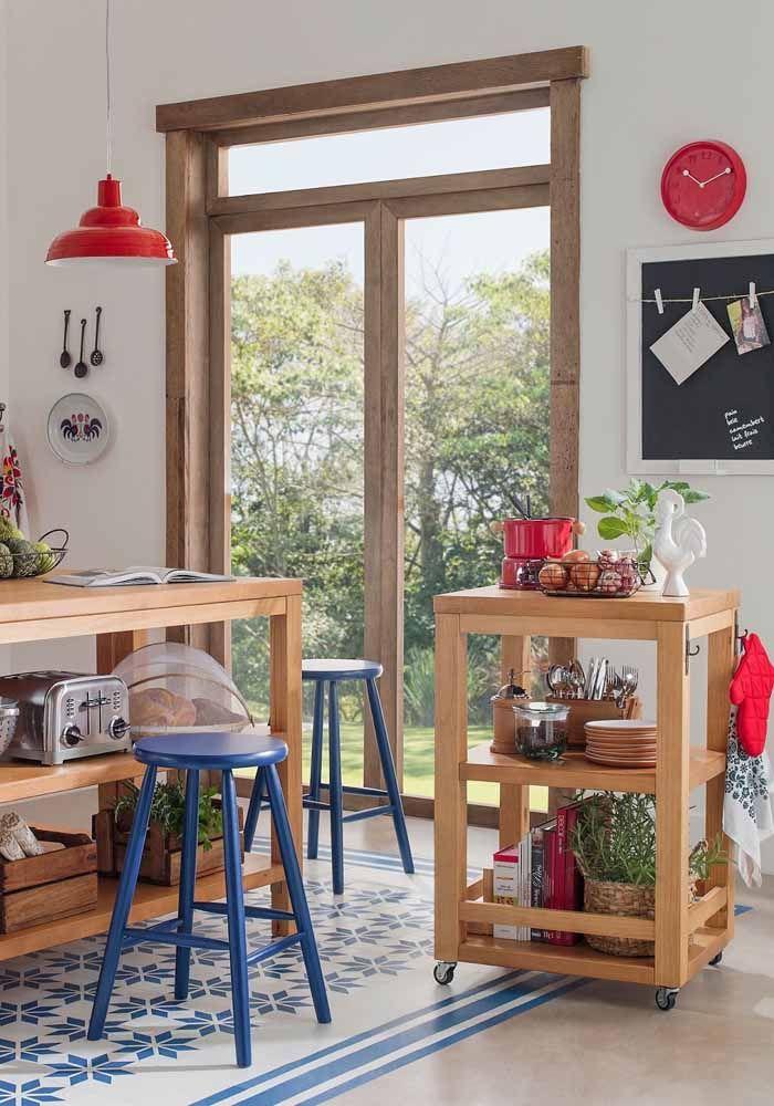 Cozinha modulada rústica e do tamanho perfeito