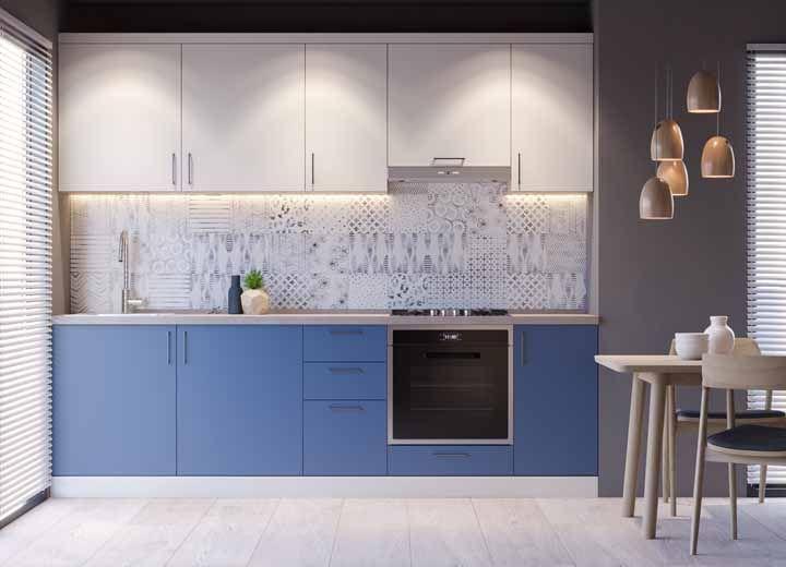 Esse é um dos modelos mais tradicionais de cozinha na versão modulada; você encontra facilmente cozinhas nesse formato para vender