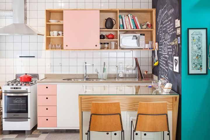 Estilo retrô combinado ao moderno: tudo na mesma cozinha modulada