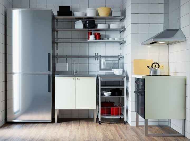 Quer uma cozinha toda de inox? É possível montá-la em módulos também