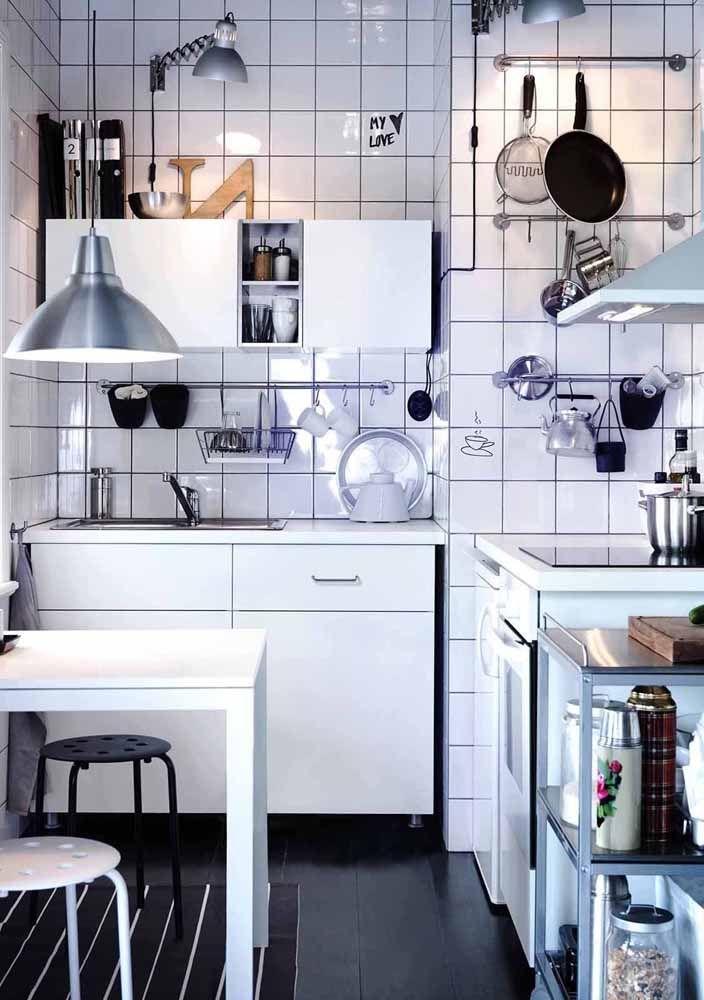 Cozinha modulada que atende perfeitamente as necessidades dessa casa; avalie as suas também antes da compra