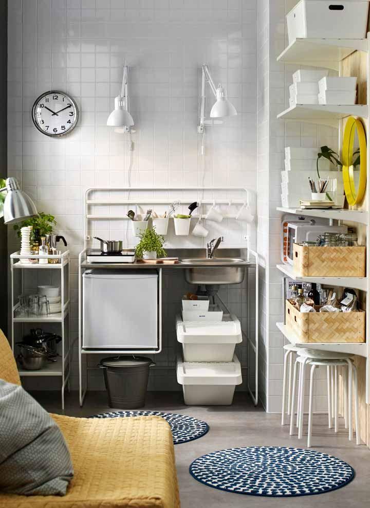 Cozinha modulada diferente: feita de nichos e prateleiras