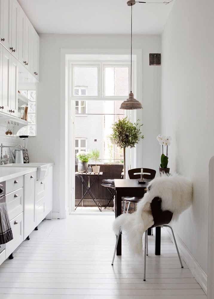 Você pode optar por trocar os puxadores que acompanham a cozinha modulada por outros que sejam mais o seu estilo