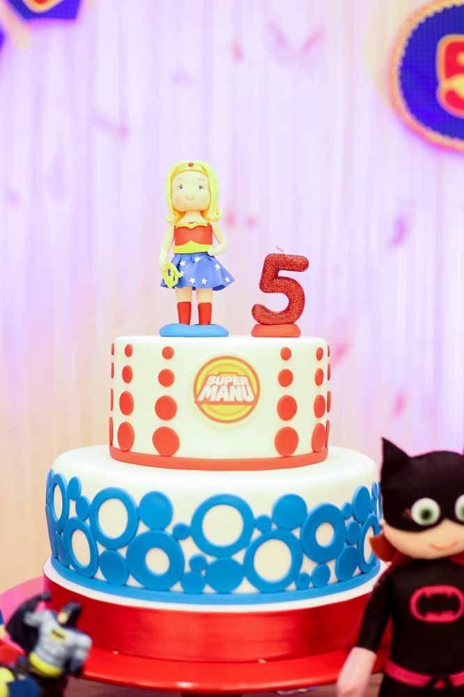 O Batman até que tentou, mas a Mulher Maravilha é que domina o cenário dessa festa