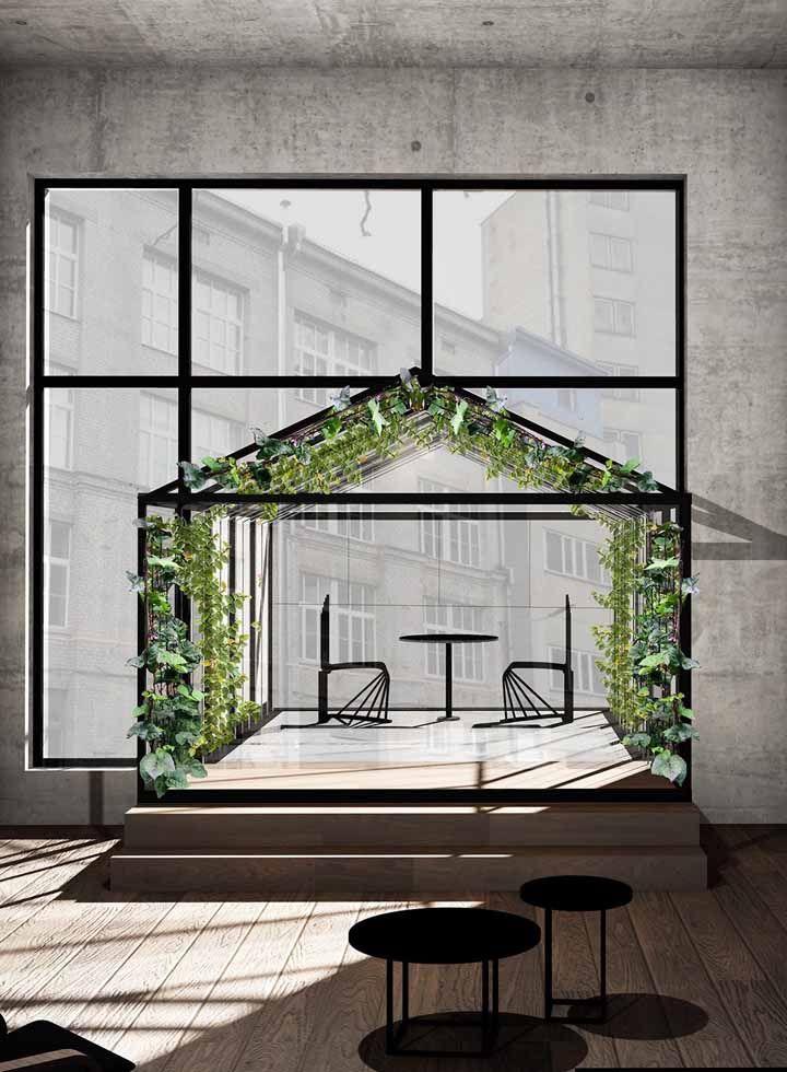 A casa de estilo industrial não teve dúvidas sobre os benefícios de um jardim suspenso